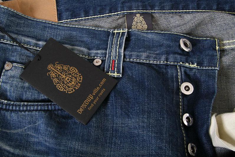 В ассортименте, вы найдете многообразие выбора джинсов. Прямой классический  покрой, актуальные уже несколько сезонов джинсы с подворотами или не  выходящие ... 56f3c6dd35f